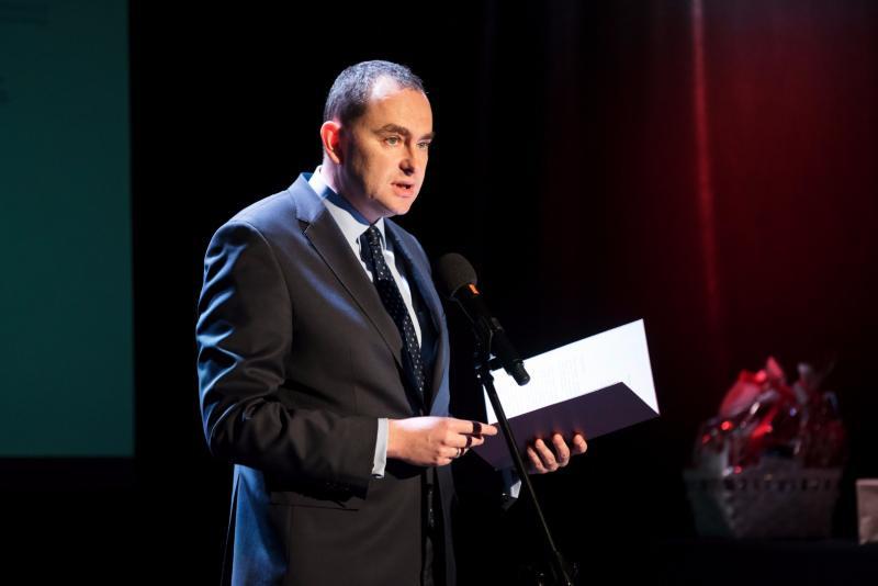 Minister Adam Kwiatkowski czyta list od Prezydenta Rzeczypospolitej Polskiej Pana Andrzeja Dudy