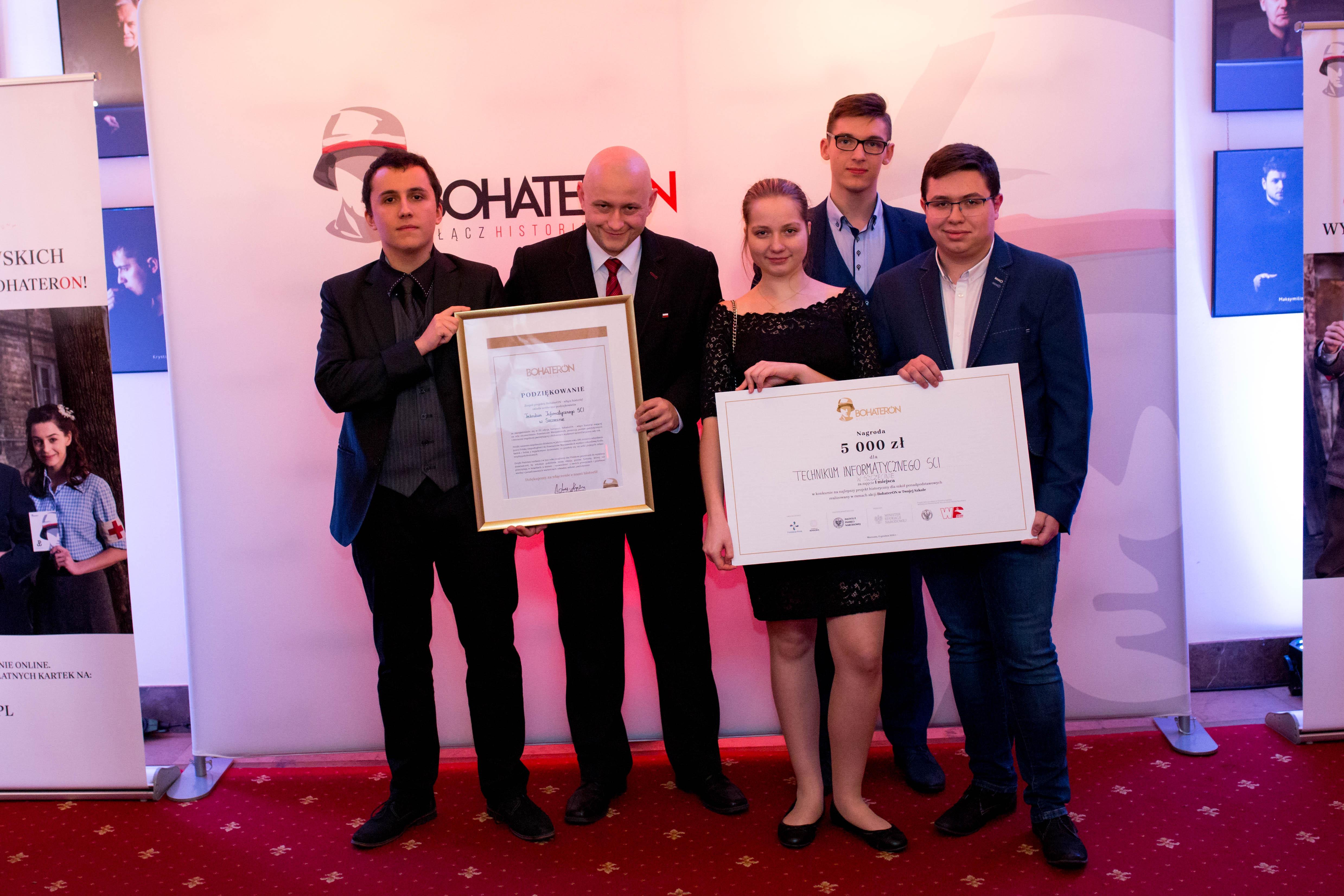 Technikum_Informatyczne_SCI_w_Szczecinie_zwycięzcy_konkursu_na_miniprojekt_historyczny_fot_Malwina_Dębczyńska